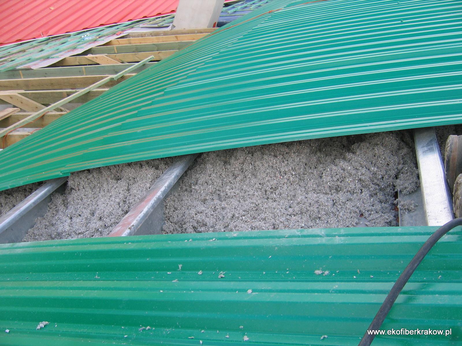 Ocieplenie dachu hali granulatem Ekofiber