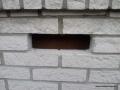 Otwór technologiczny do uzupełnienia izolacji ściany warstwowej granulatem Ekofiber